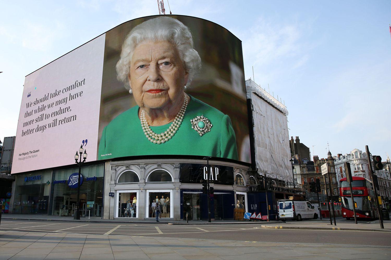 Une image d'Elizabeth II avec des phrases de son message à l'époque du coronavirus.